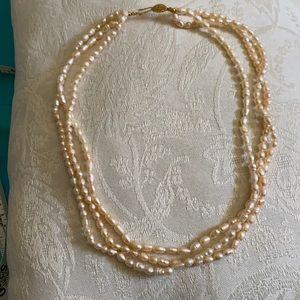 Imitation pearl necklace. Very pretty jewelry